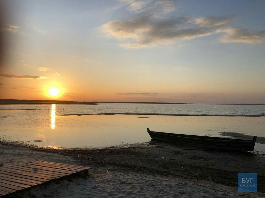 Мальовниче озеро Світязь показали з висоти пташиного польоту