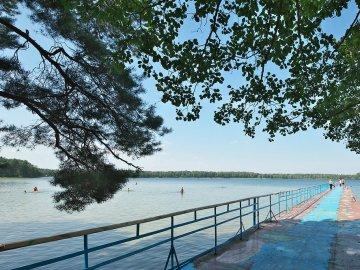 Відпочинок на вихідних у Мельниках на озері Пісочне: ціни та умови
