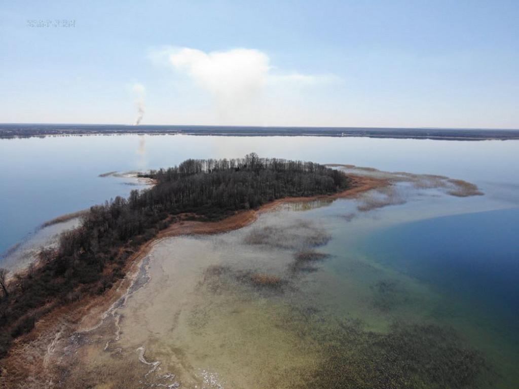 Опублікували краєвиди безлюдного озера Світязь з висоти пташиного польоту